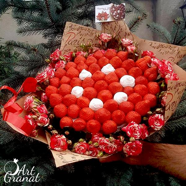 ArtGranat букеты из клубники и цветов - букет №11