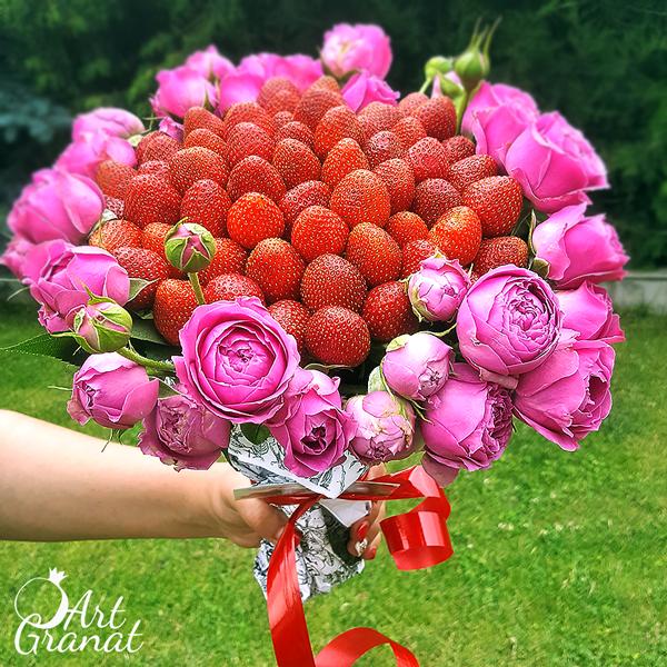 ArtGranat букеты из клубники и цветов - букет №10