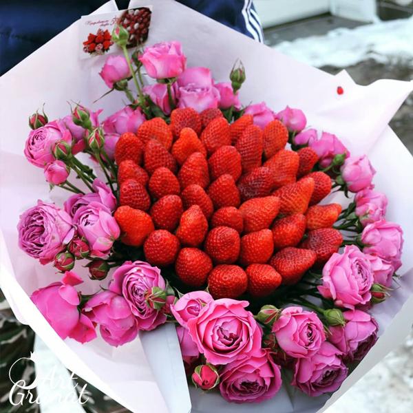 ArtGranat букеты из клубники в Воронеже - букет из клубники и цветов №7