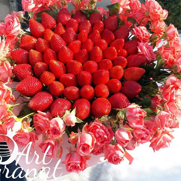 ArtGranat букеты из клубники в Воронеже - букет из клубники и цветов №16