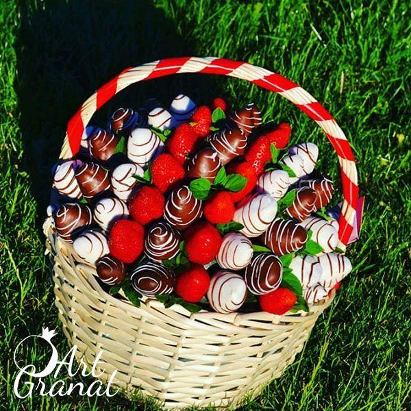 ArtGranat вкусные букеты - клубничные букеты в корзинах №10